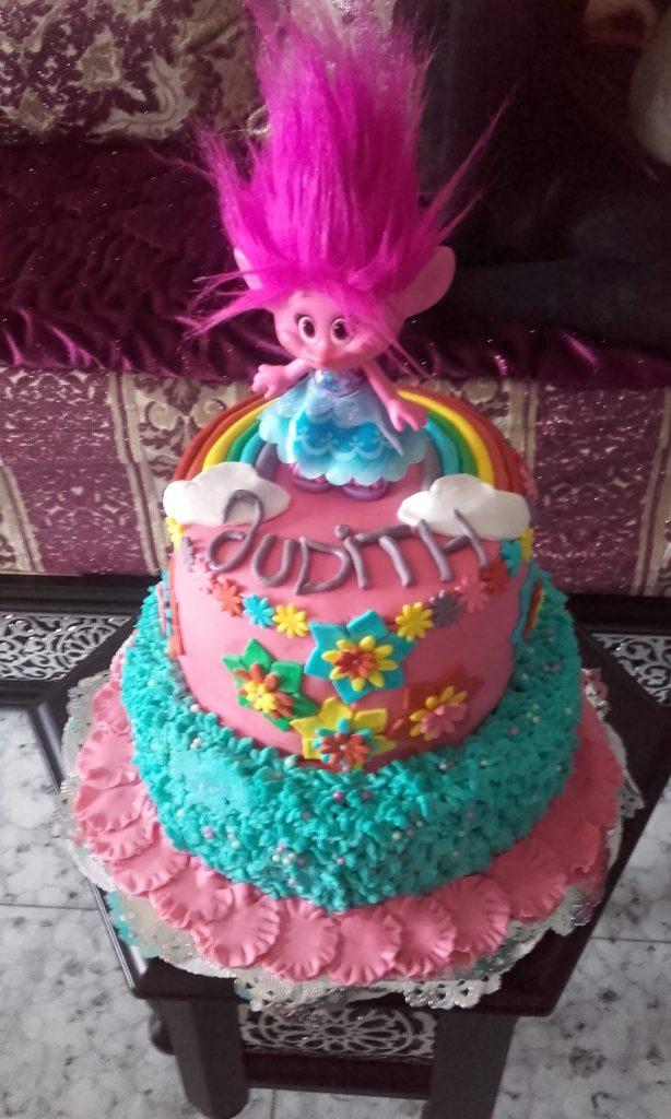 tarta cumpleaños trolls