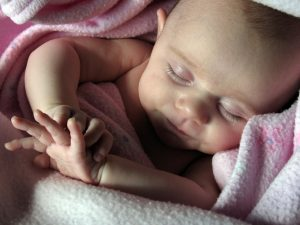 foto con recien nacido durmiendo