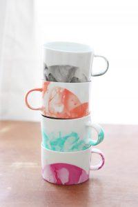 tazas decoradas con esmalte DIY