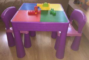 mesa infantil com sillas